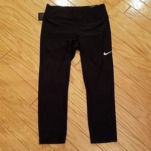 NWT size M Nike capris